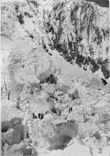 Ice-fall between base camp and camp I.
