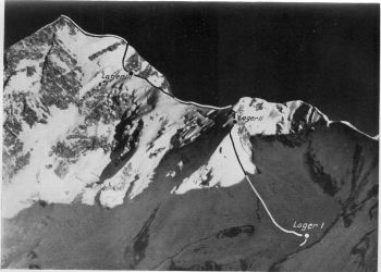 Koh-I-Kishmi khan (7,200 m.) from Kalat. (Sepp Kutschera)