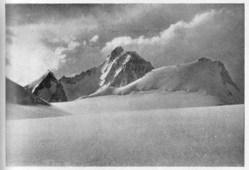(Photo: Alfred Linsbauer)  koh-i-chhateboi (6,150 m.) (centre) and plateau peak (5,850 m.) (left) from the plateau munich below koh-i-warghut