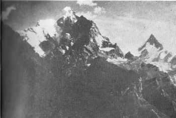 Agyasol (left) and Spear peak (right) from the north. (Photo : L. Griffin )