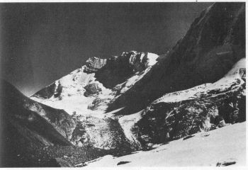 Looking W to the head of Siruanch glacier to Chhalab (6160 m). Tirsuli wall on right. 									(Photo: C. D. Tambat)