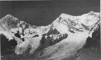 Eastern side of Shishapangma (Xixabangma). Route of 1987 British expendition. L to R: Nyanang Ri (7071 m), Pungpa Ri (7486 m), Shishapangma summit (8027 m), Phola glacier in foreground. Article 4										(S. Venables)