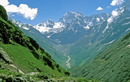 Looking to the Valley of Flowers. Left to right: Prominent snow-gap of Bhuidhar Khal, Rataban and Ghori Parvat. (Vineeta Muni)