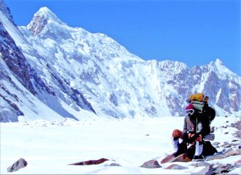 The Thangman glacier with north face of Aq Tash peak towering behind. (Colonel Ashok Abbey)