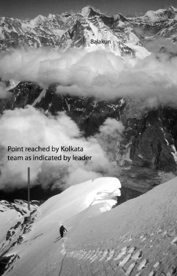 Looking back from the summit ridge of Nilkanth. The point reached by Calcutta team as indicated by their leader is seen below. (Photo by Martin Moran who reached the highest point (summit) of Nilkanth)